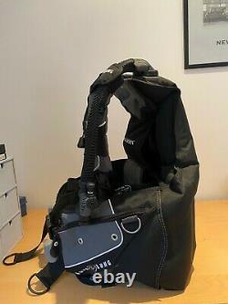Aqua Lung Axiom BCD Black / Large VGC Used 5 Times RRP £400+